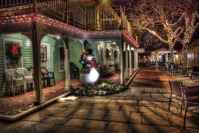 Jak osvětlit dům a zahradu ve vánočním čase?
