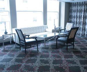Zátěžový koberec: Jasná volba do namáhaných prostor