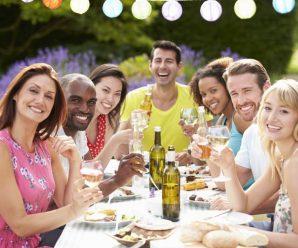 Pořádáte venkovní oslavu? S vybavením může pomoci půjčovna!