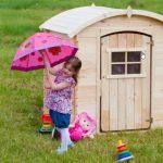 4 důvody, proč dětem pořídit na zahradu domeček